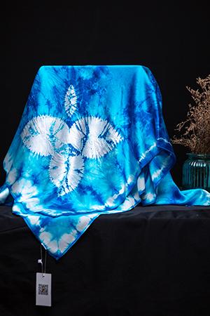 縐緞方巾 紛飛 尺寸:110×110cm